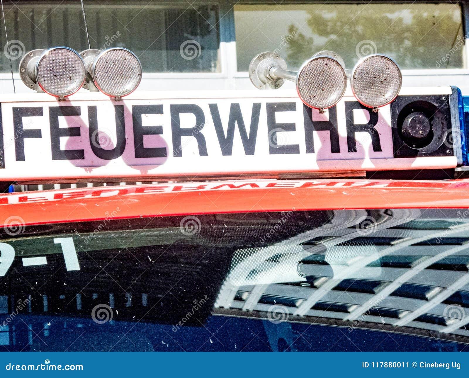 Camion berlinois de service de corps de sapeurs-pompiers de Feuerwehr