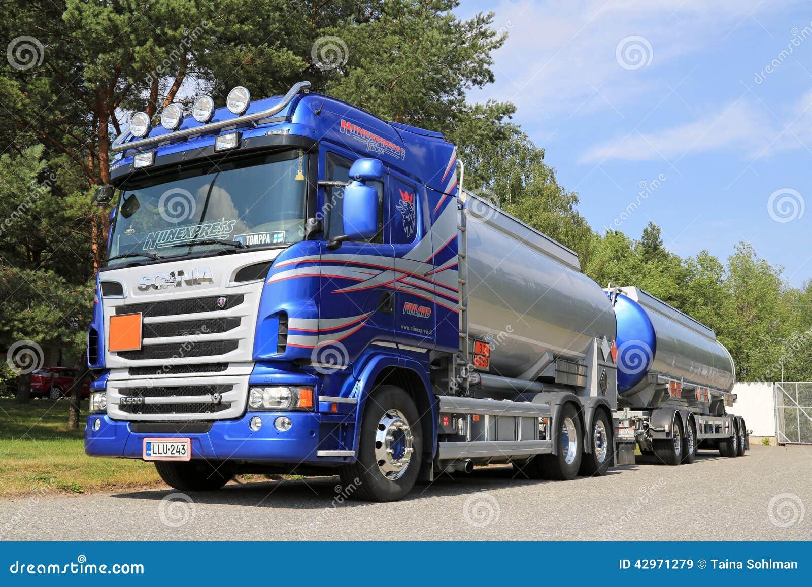 Camion-citerne aspirateur bleu de Scania pour transporter des produits chimiques