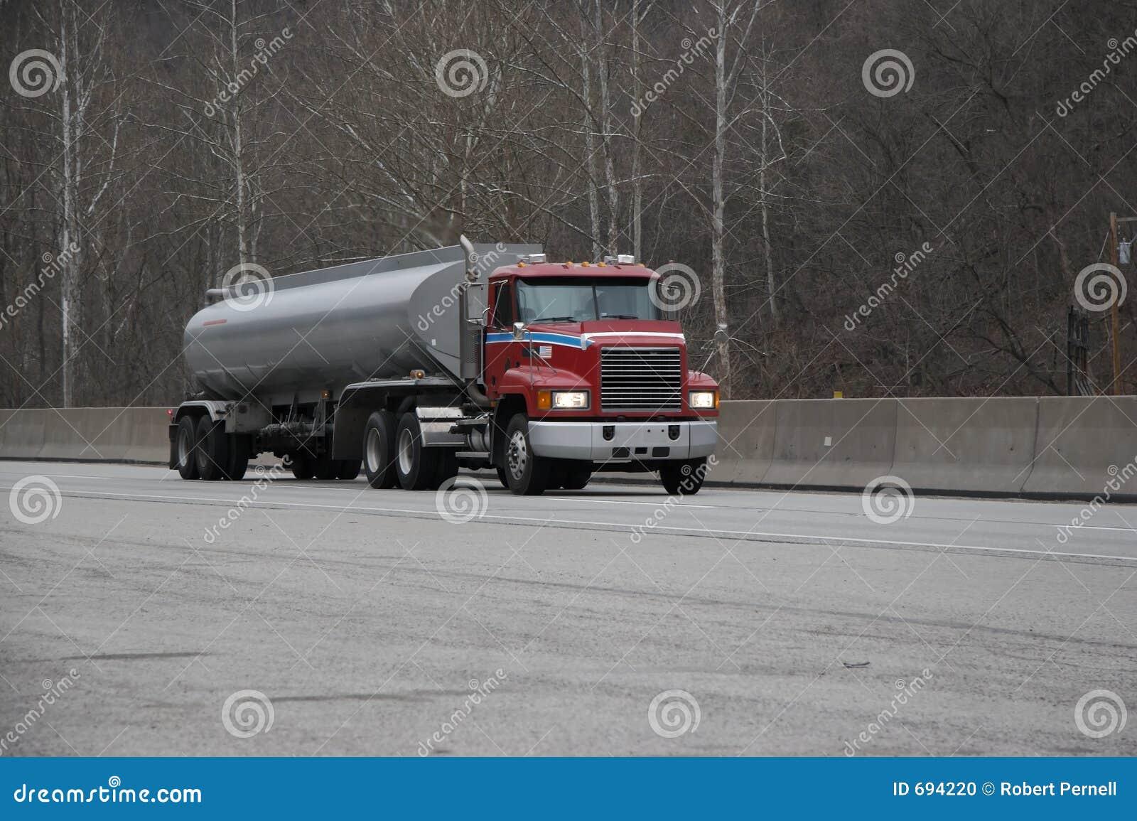 camion citerne aspirateur d 39 essence ou de gaz photo stock image 694220. Black Bedroom Furniture Sets. Home Design Ideas