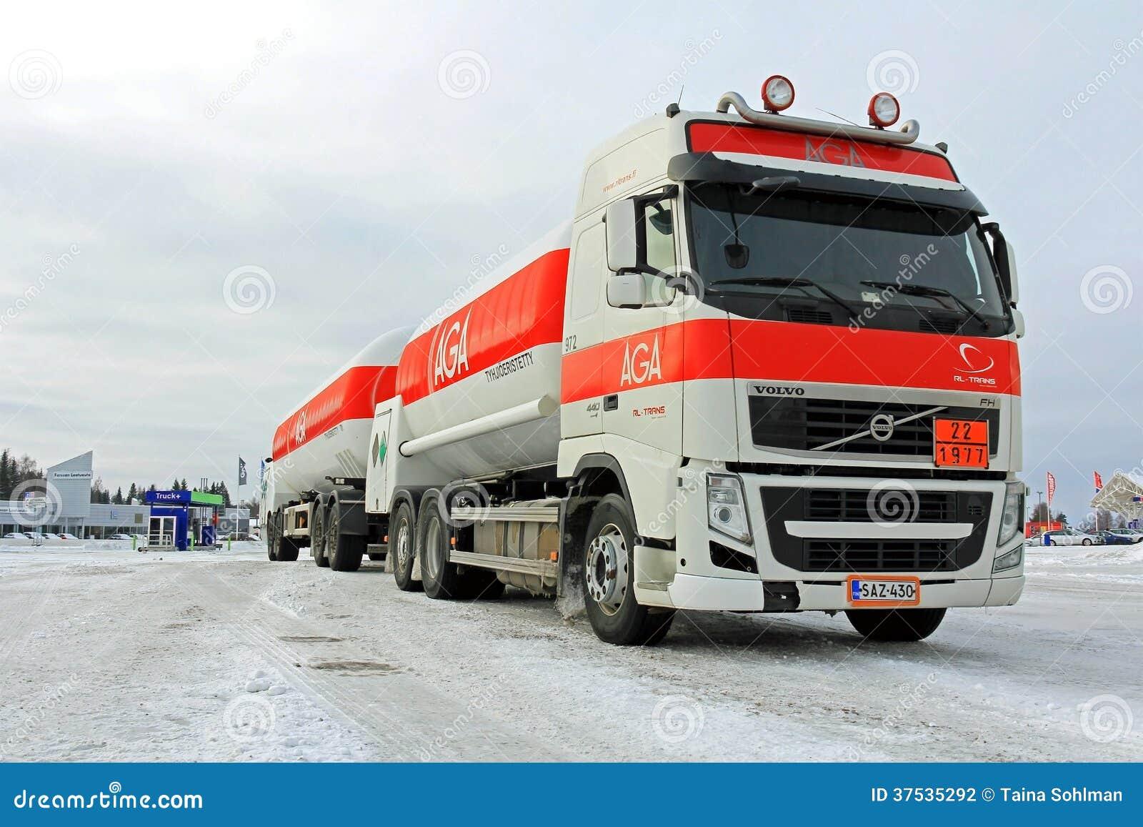 camion citerne aspirateur de gaz de volvo fh aga photographie ditorial image 37535292. Black Bedroom Furniture Sets. Home Design Ideas