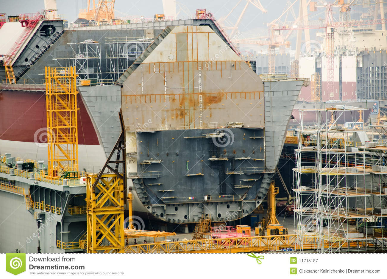 Camion-citerne de GNL dans le chantier naval