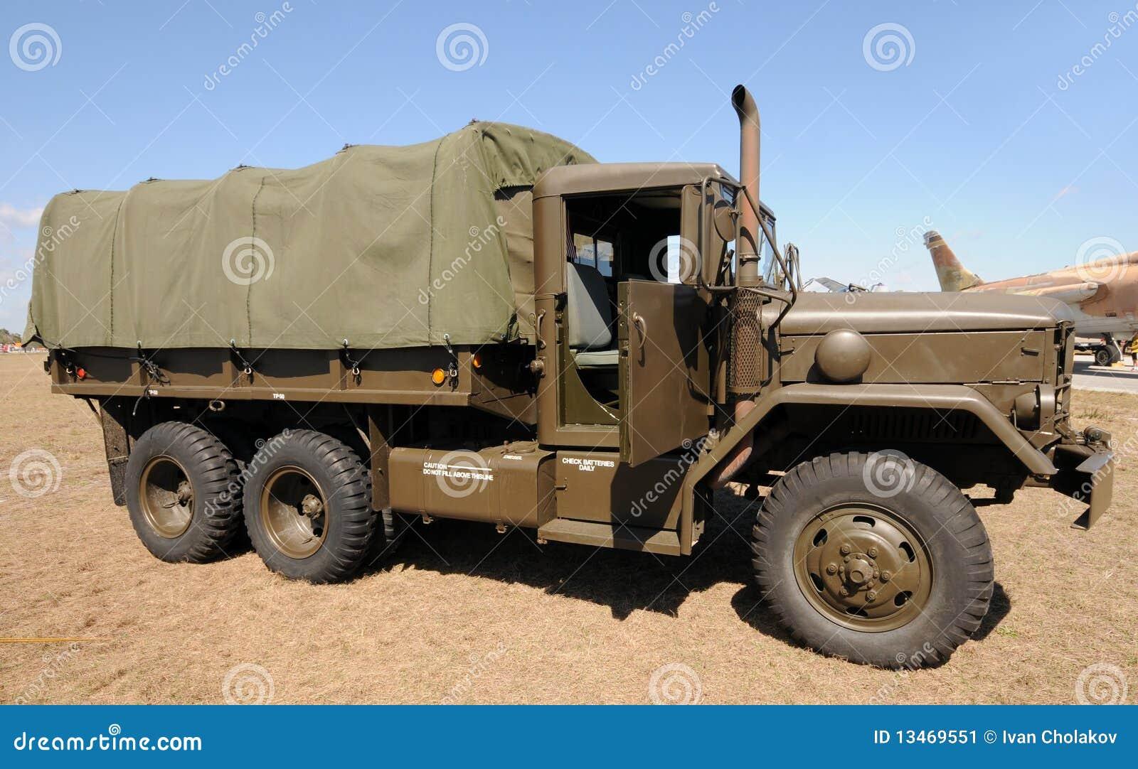 camion d 39 arm e image stock image du v hicule stationn 13469551. Black Bedroom Furniture Sets. Home Design Ideas