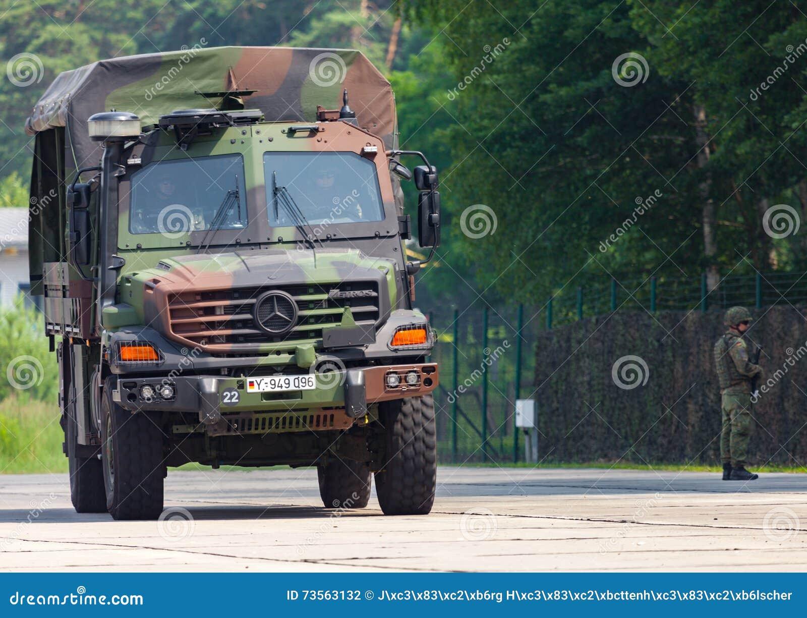 camion de forces terrestres de l 39 allemagne mercedes benz zetros photographie ditorial image. Black Bedroom Furniture Sets. Home Design Ideas