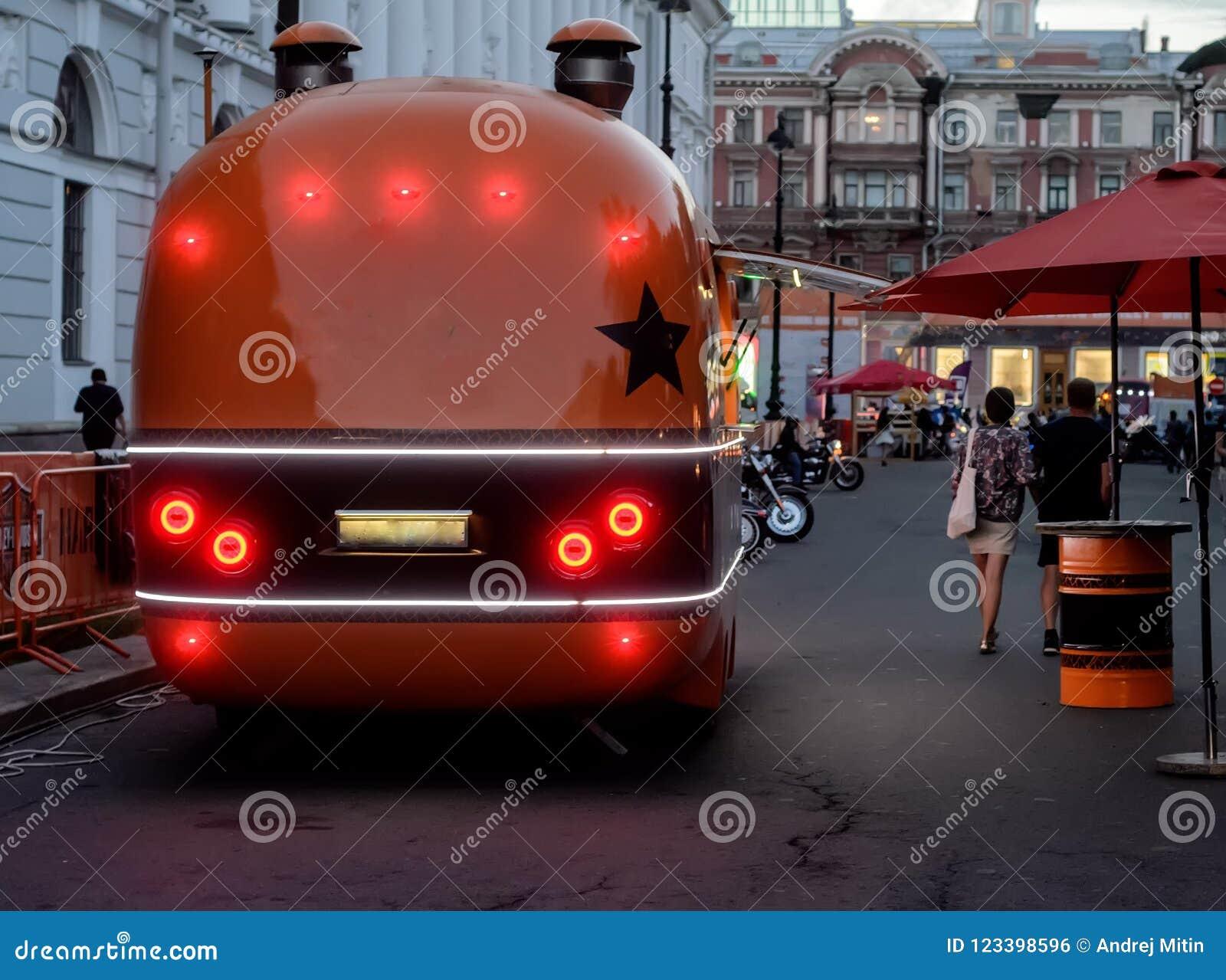 Camion de nourriture avec le café de rue