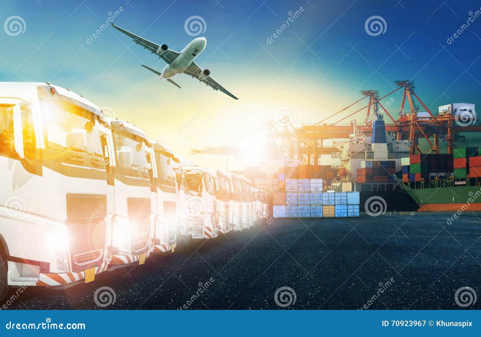 Camion de récipient, bateau dans le port et avion de charge de fret dans le transpo