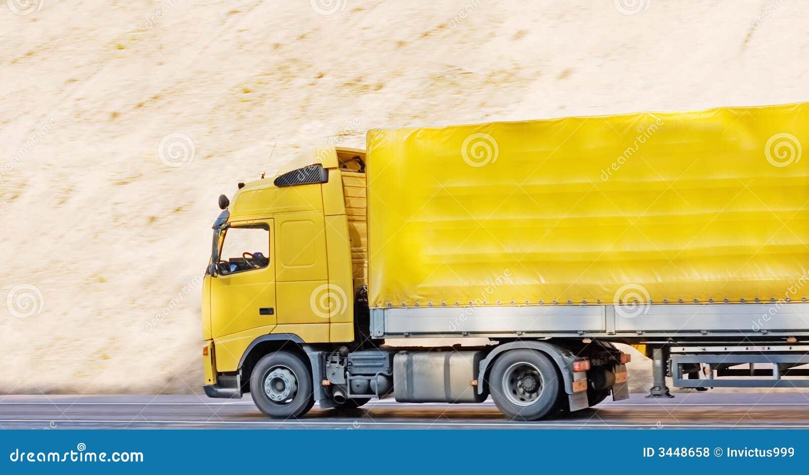 Camion de remorque blanc jaune