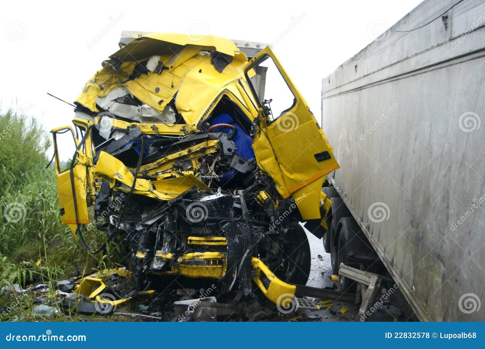 camion de route accident photos libres de droits image 22832578. Black Bedroom Furniture Sets. Home Design Ideas