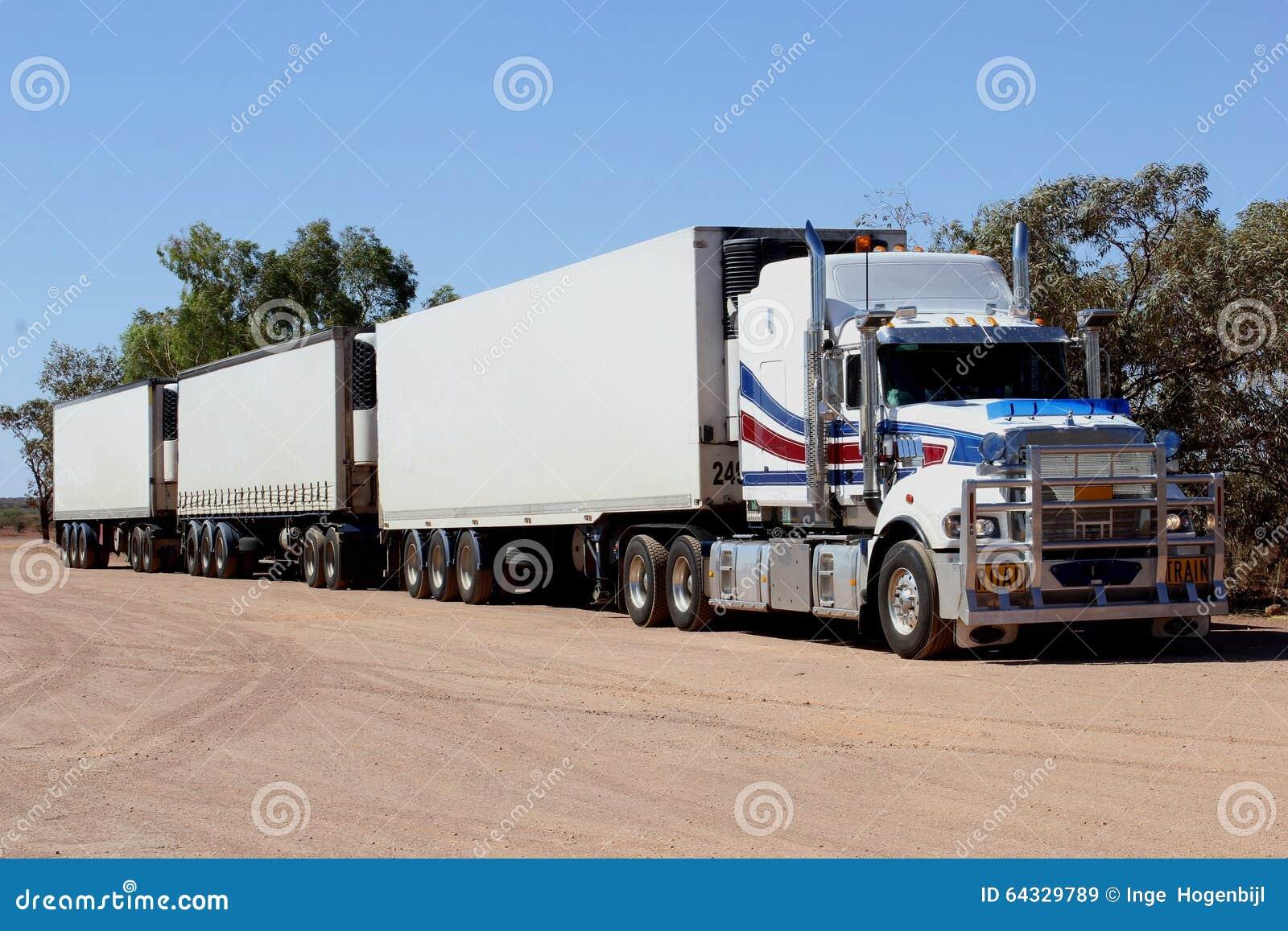 https://thumbs.dreamstime.com/z/camion-de-train-routier-dans-l-int%C3%A9rieur-de-l-australie-64329789.jpg