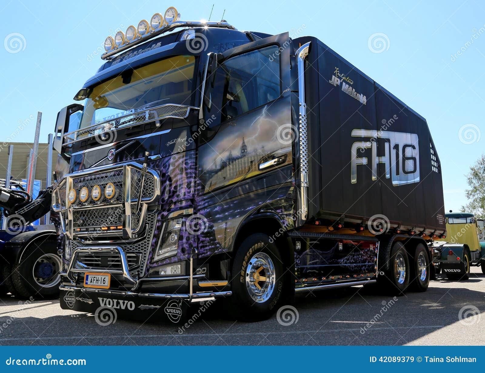 2014  Ange de noir de camion de Volvo FH16 pour le transport du bois  ~ Camion Transport De Bois