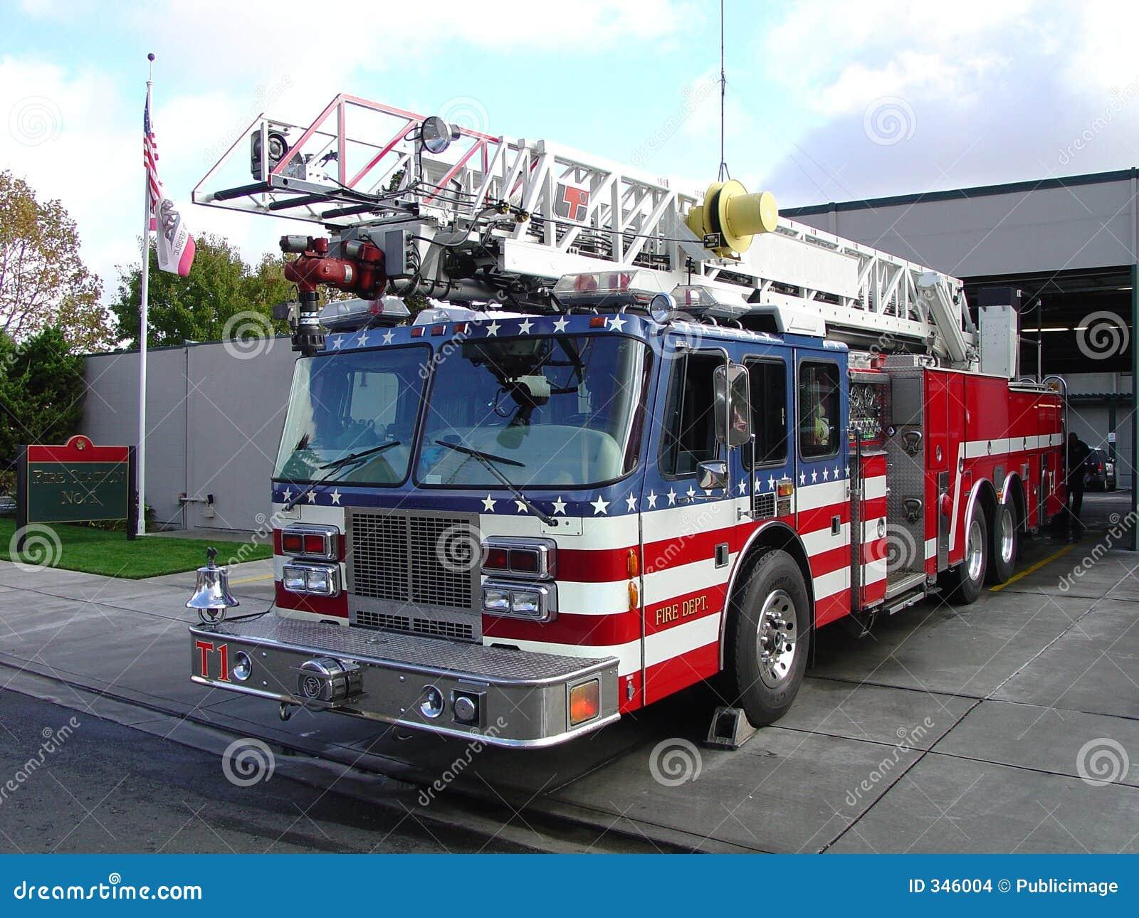 Camion dei vigili del fuoco e stazione fotografia stock - Foto di grandi camion ...