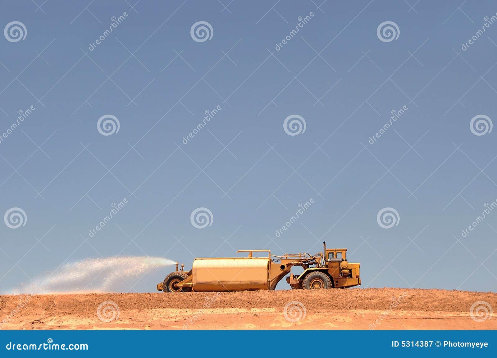 Download Camion Dell'acqua Al Cantiere Immagine Stock - Immagine di giù, movimenti: 5314387