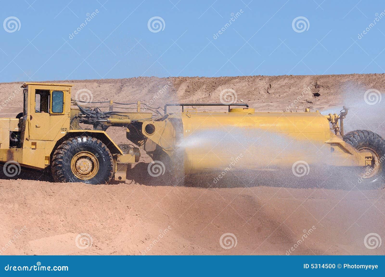 Download Camion Dell'acqua Della Costruzione Fotografia Stock - Immagine di polveroso, meccanizzato: 5314500