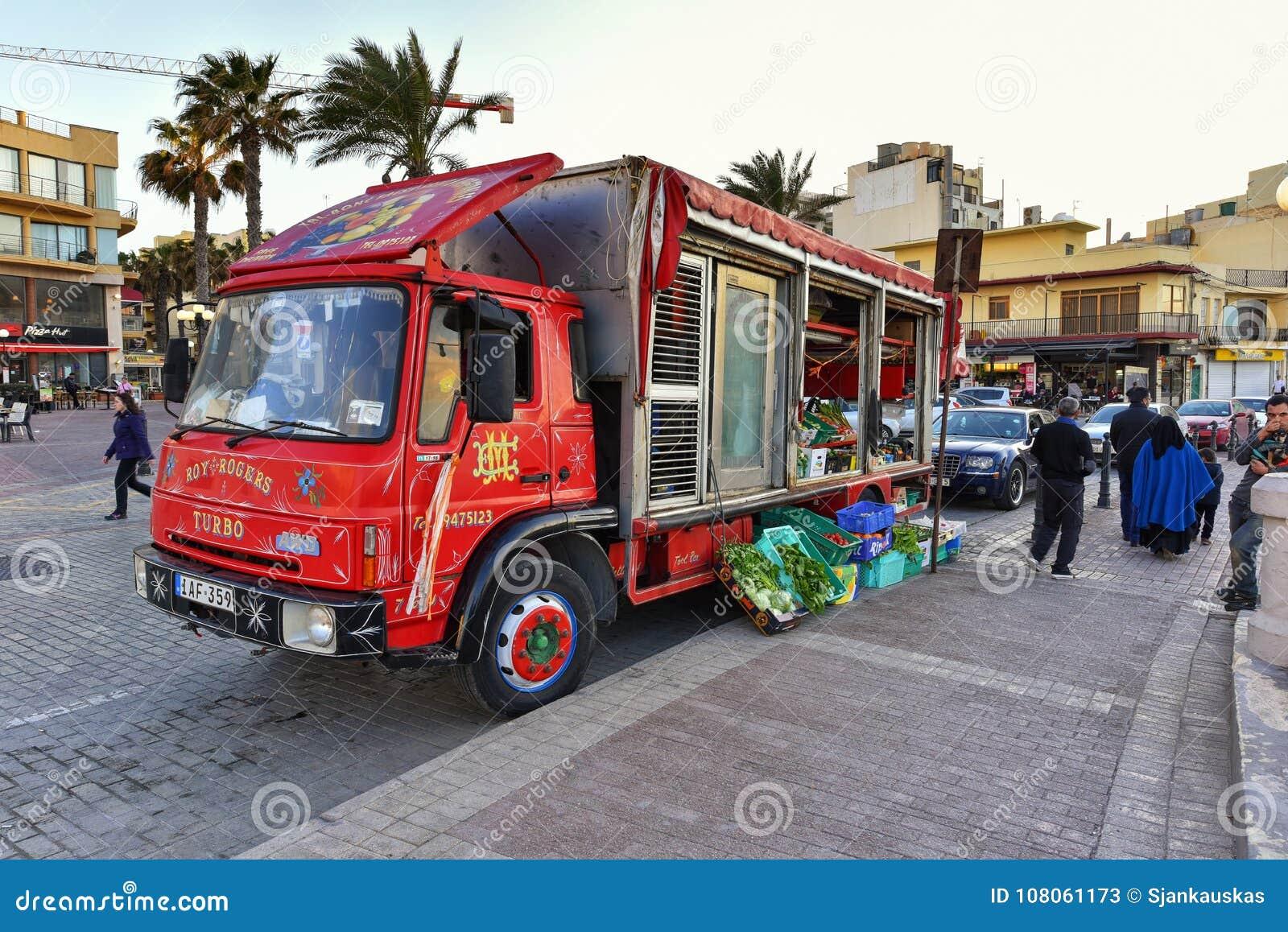 Camion Dell\'alimento, Malta, Vista Della Via Della Località Di ...