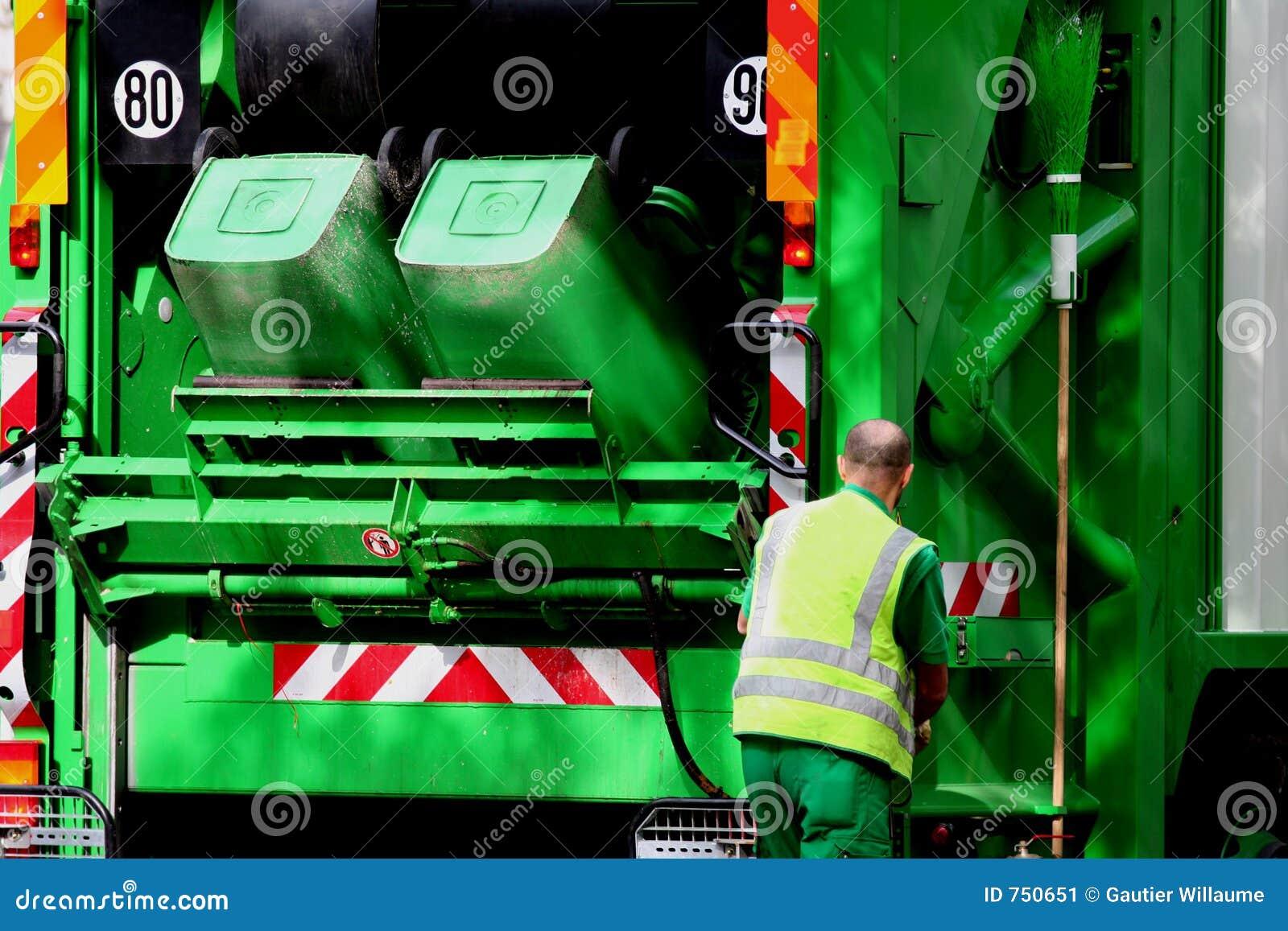 Camion ed operaio di immondizia