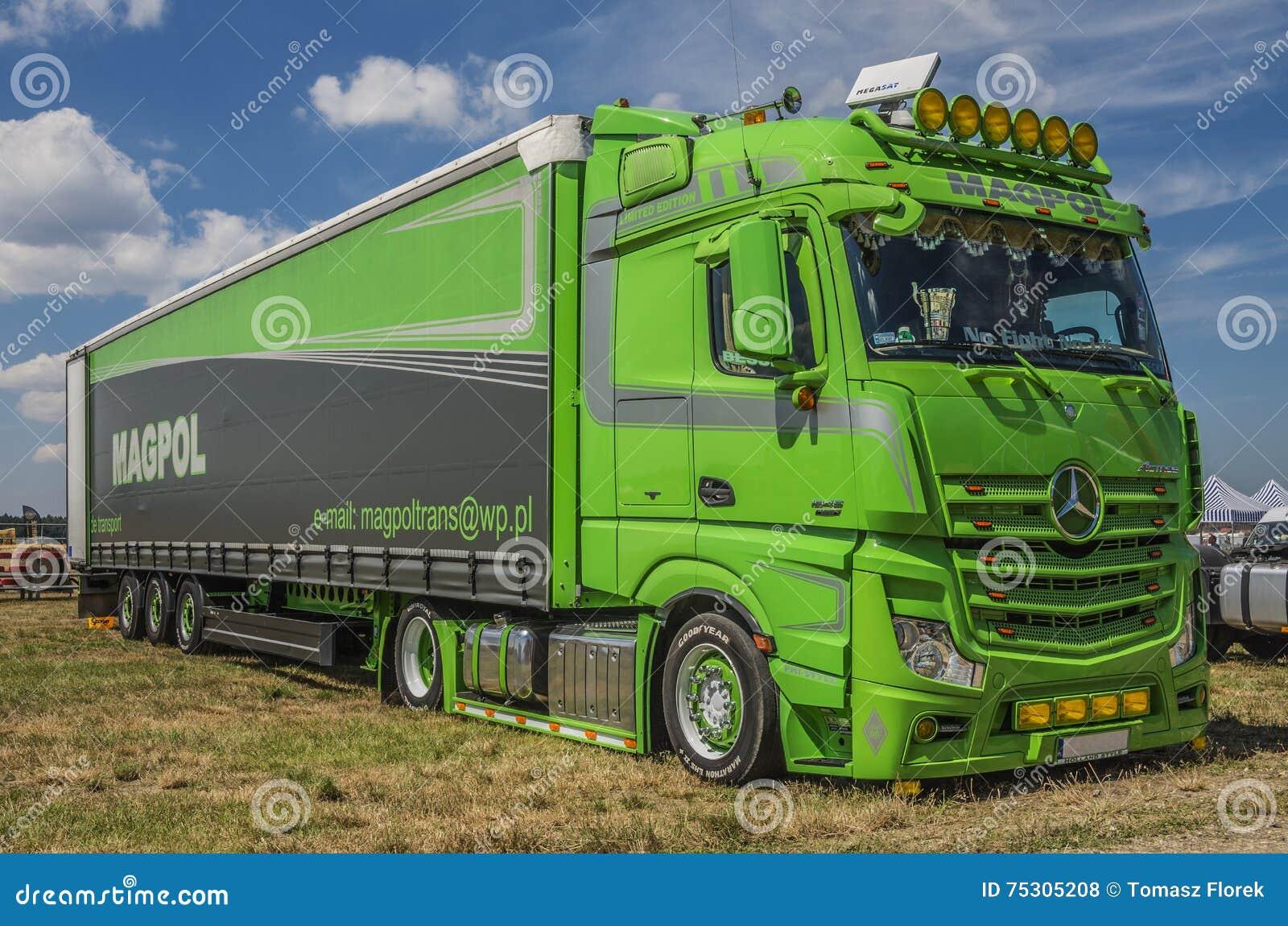 camion mercedes benz actros 1845 fotografia stock editoriale immagine di verde evento 75305208. Black Bedroom Furniture Sets. Home Design Ideas