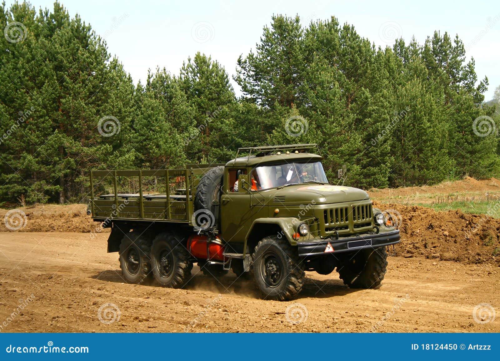 camion militaire photo stock image du for t roue r tro 18124450. Black Bedroom Furniture Sets. Home Design Ideas