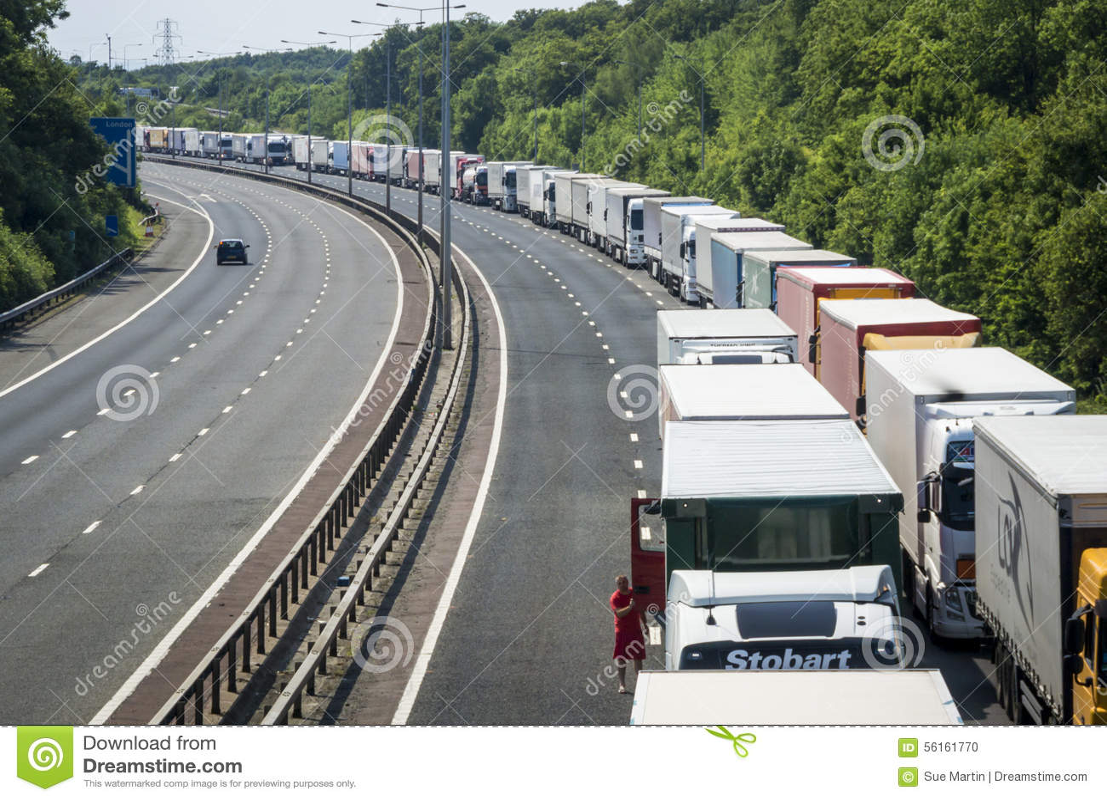 Camion parcheggiati sulla pila in funzione M20