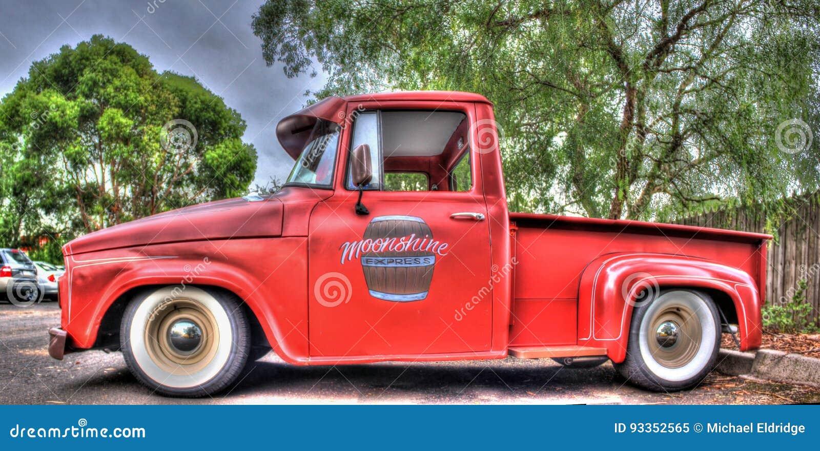 camion pick up am ricain de dodge des ann es 1960 classiques image ditorial image 93352565. Black Bedroom Furniture Sets. Home Design Ideas