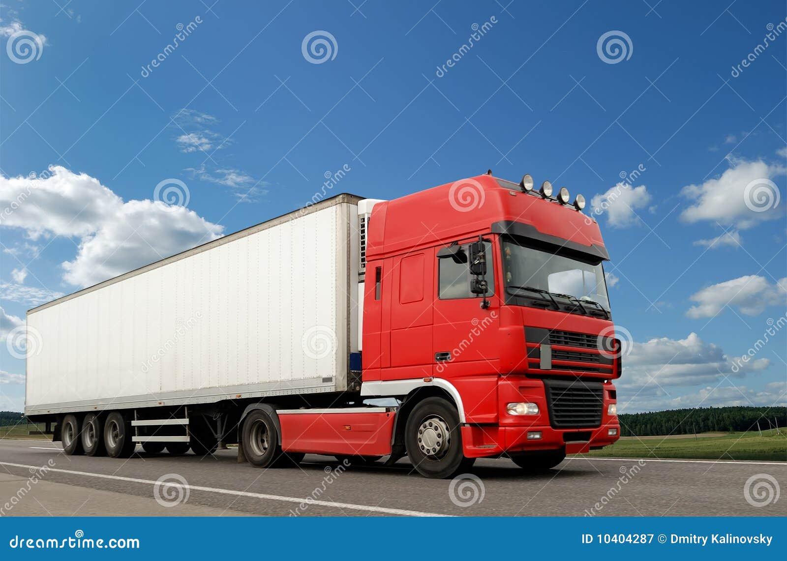 camion rouge avec la remorque blanche au dessus du ciel bleu image stock image 10404287. Black Bedroom Furniture Sets. Home Design Ideas