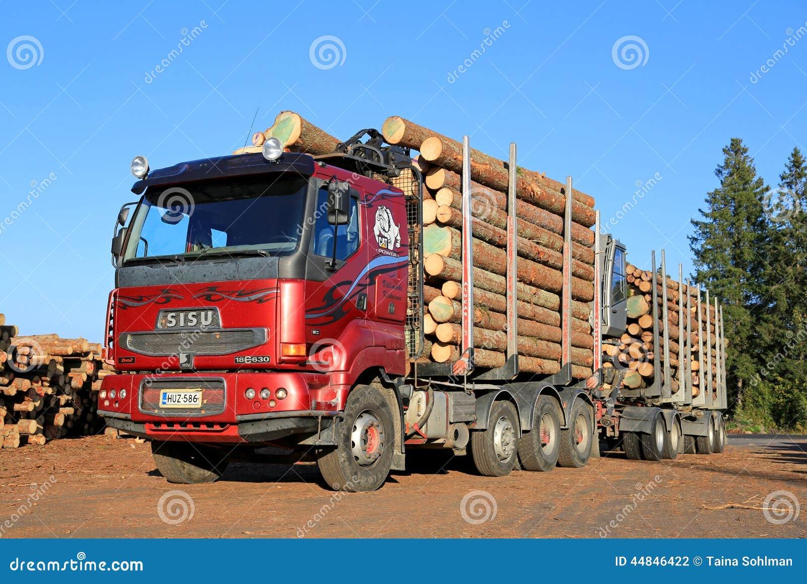 camion rouge de bois de construction de sisu 18e630 pr t d charger des rondins photographie. Black Bedroom Furniture Sets. Home Design Ideas