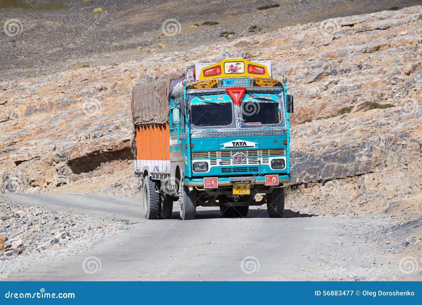 Camion sull elevata altitudine Manali - la strada di Leh, India