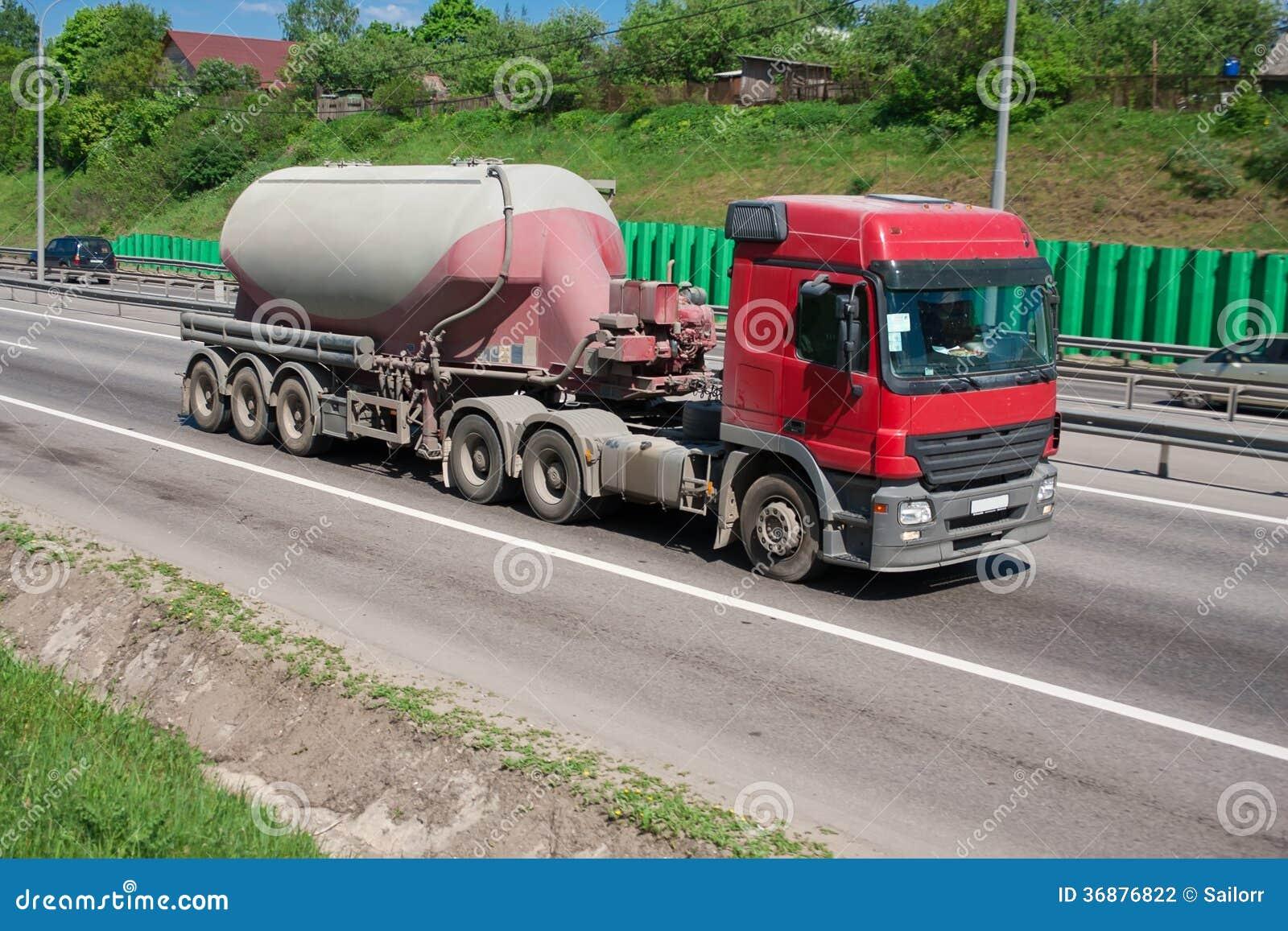 Download Camion Sulla Strada Principale Fotografia Stock - Immagine di pesante, veloce: 36876822