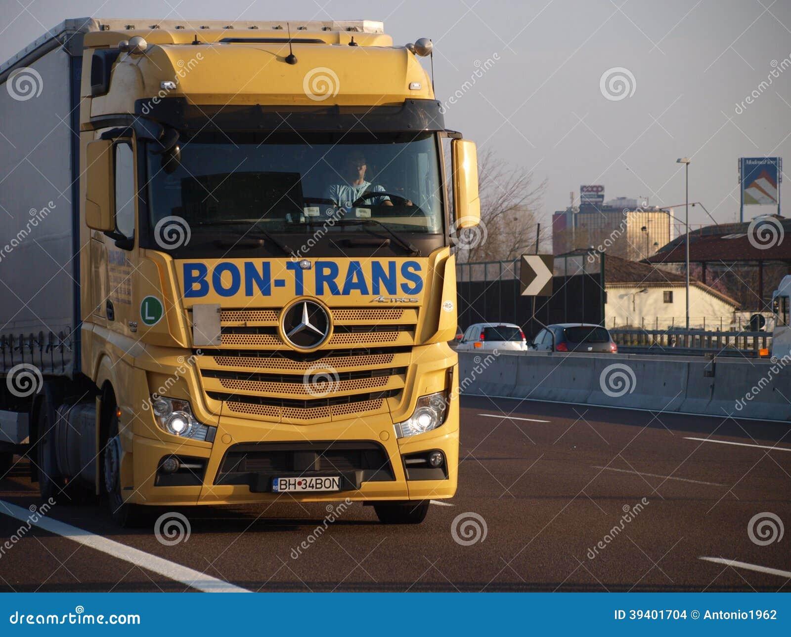 camion tout neuf d 39 actros de mercedes sur le jaune image stock ditorial image 39401704. Black Bedroom Furniture Sets. Home Design Ideas