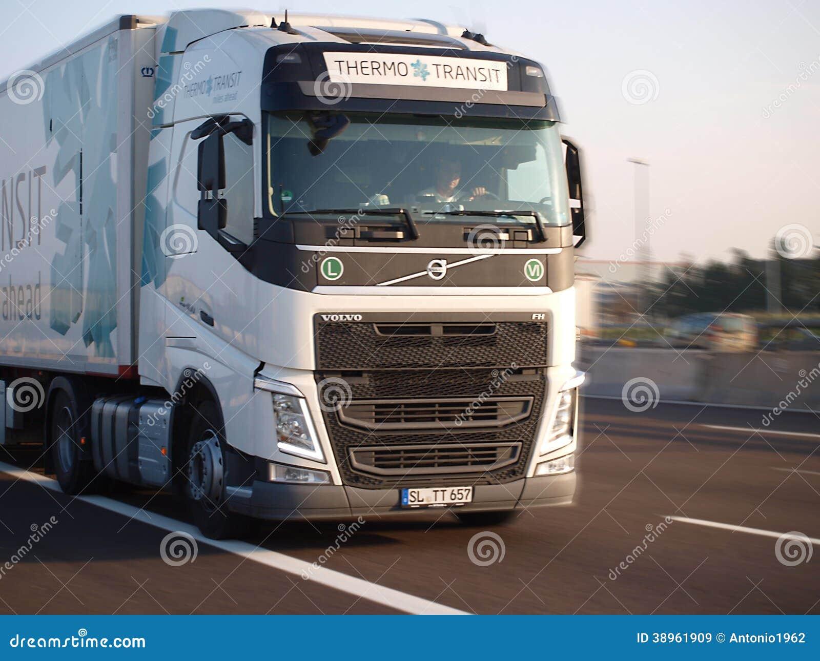 camion tout neuf de fh de volvo image stock ditorial image du fret taxi 38961909. Black Bedroom Furniture Sets. Home Design Ideas