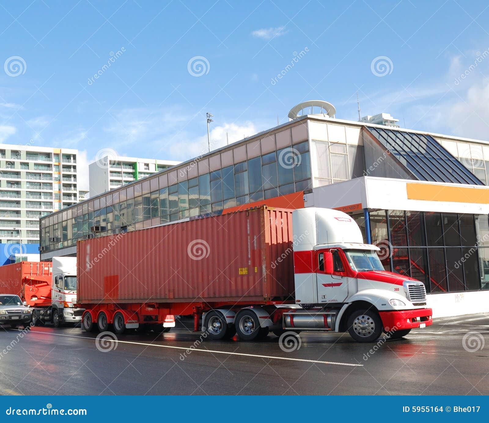 Camions de conteneur