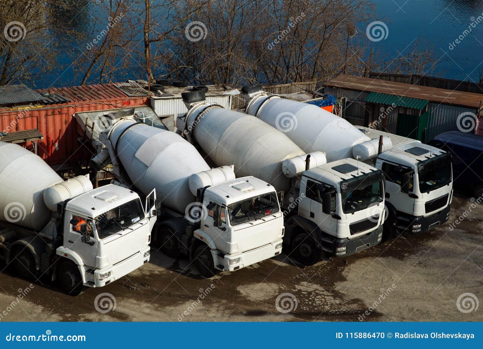 Camions de mélangeurs concrets et matériaux de construction