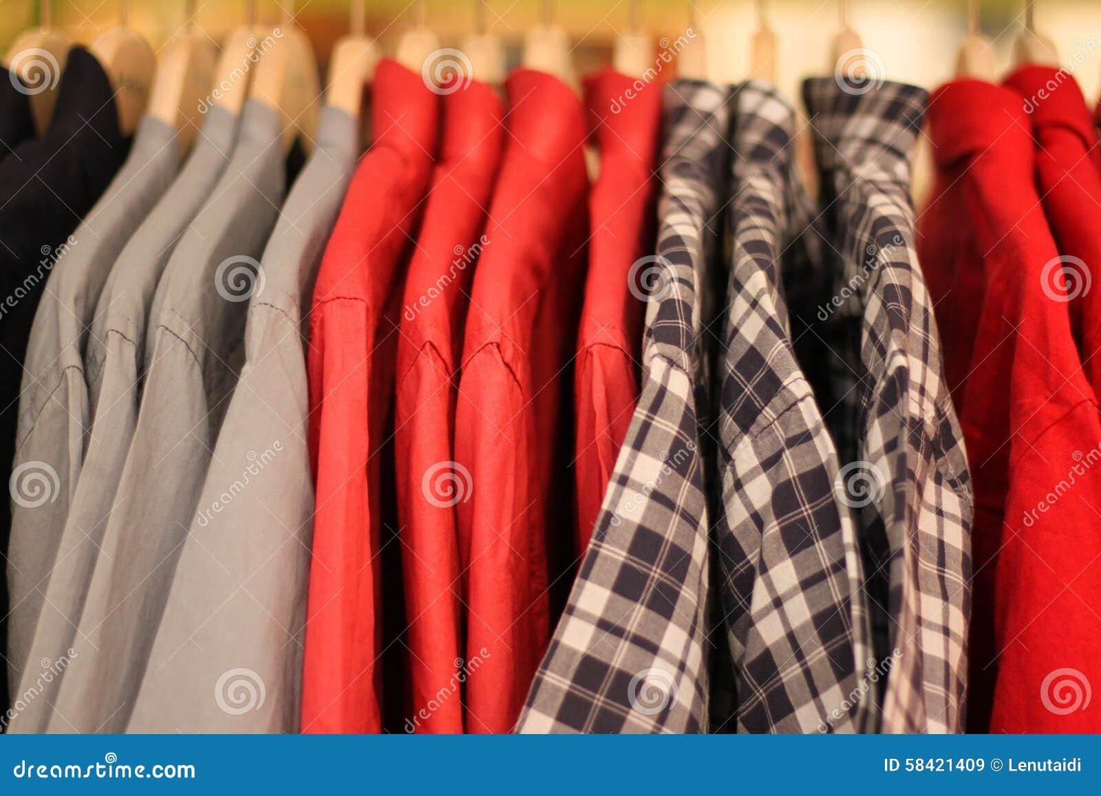 Camisas de vestido dos homens