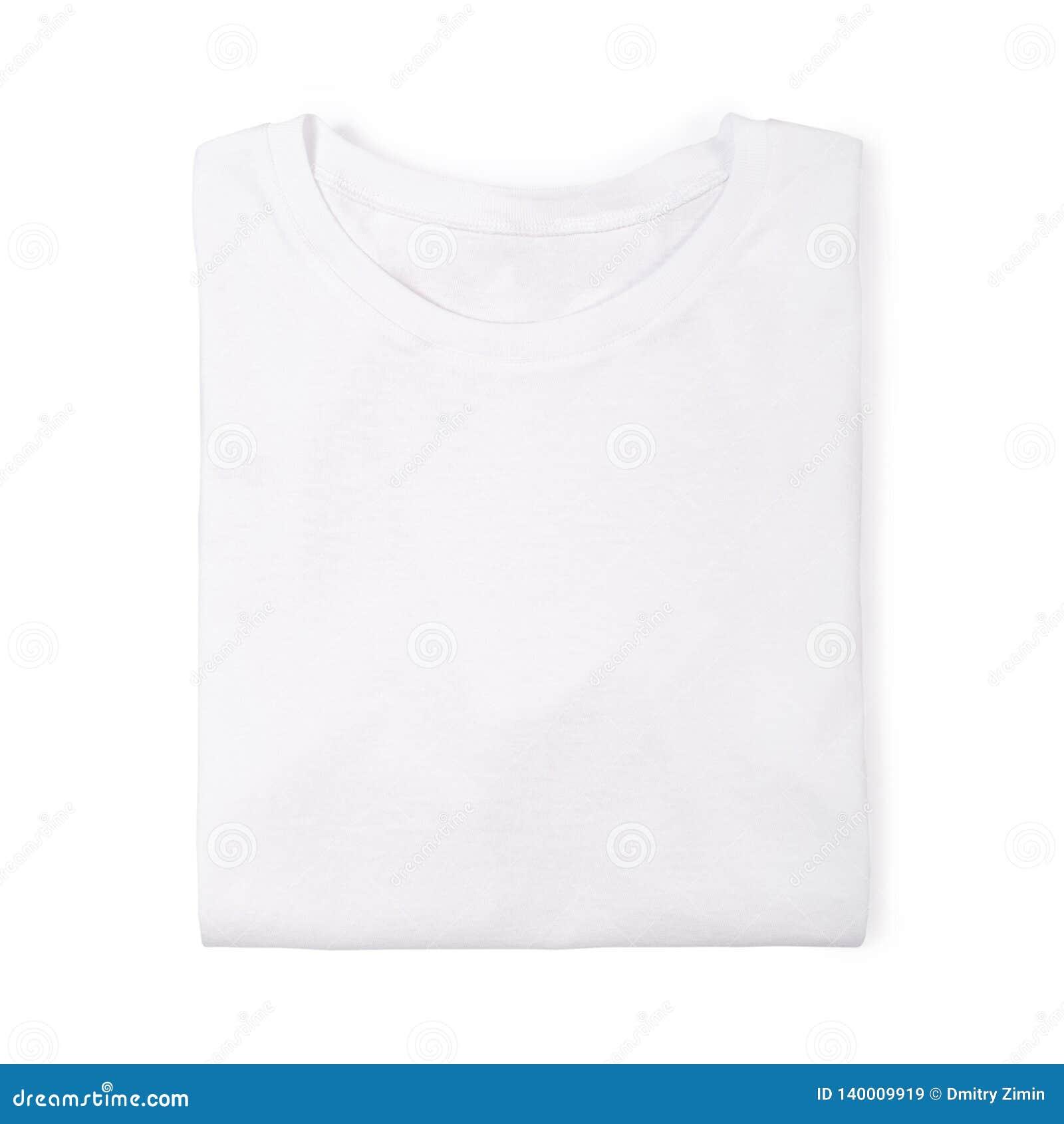 Camiseta doblada blanca aislada en blanco