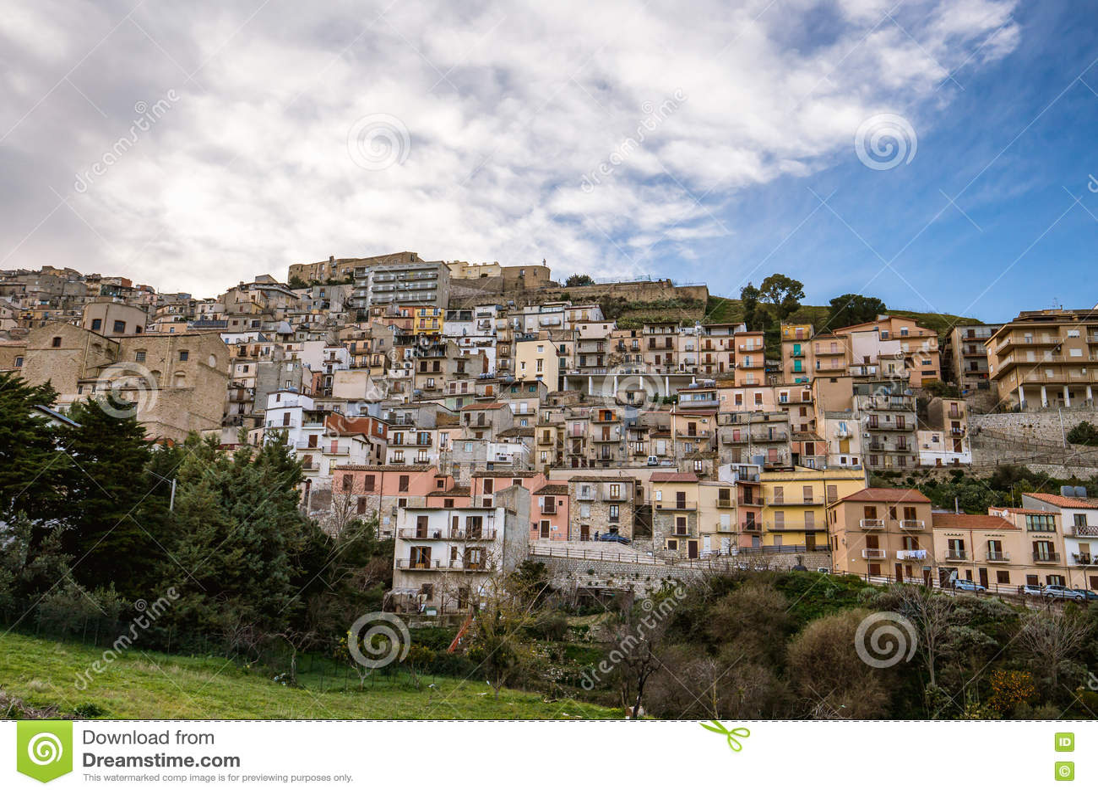 Cammarata en flanc de coteau, Sicile, Italie