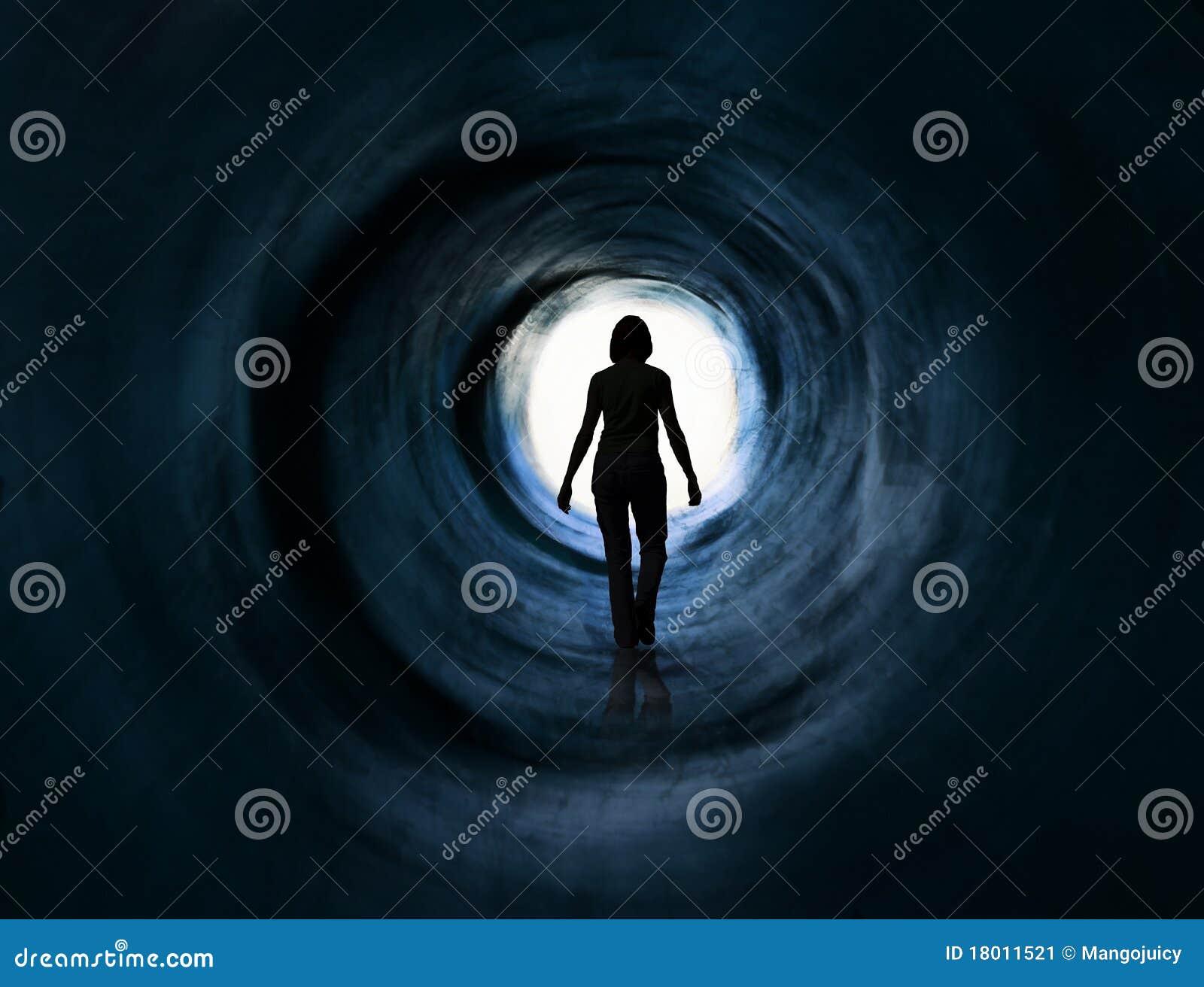 Cammini in indicatore luminoso. Fuoriesca, la visione di morte, paranormal