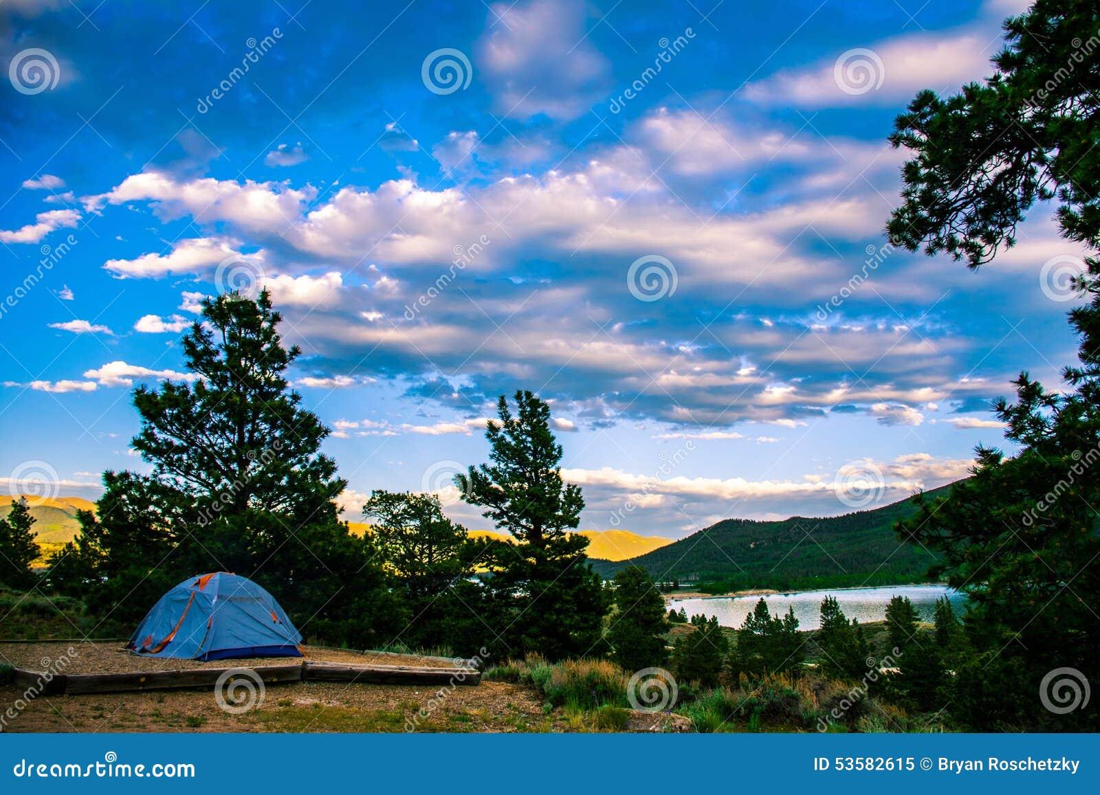 Campa Colorado Afton Med Tält Och Sjösidosikten