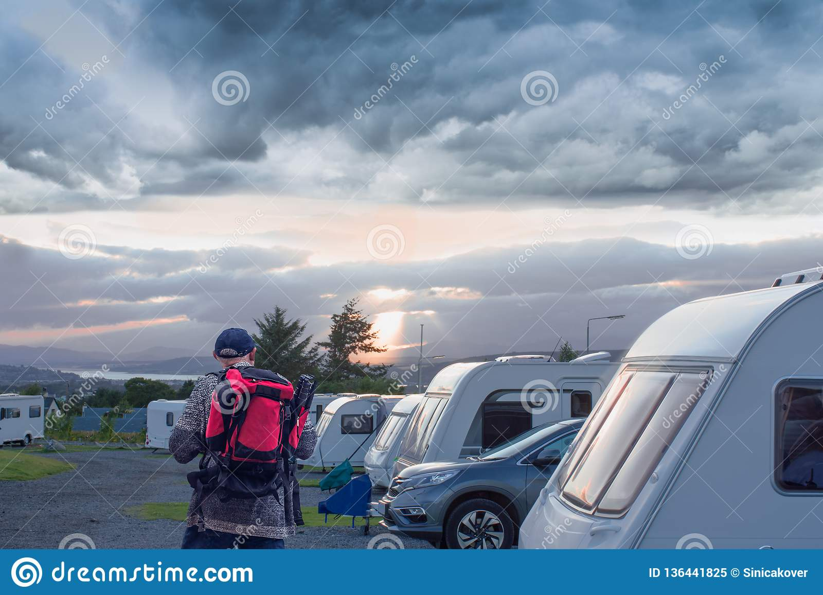 Campa parkering Hög fotograf som ser ett sömnställe i touristikläger leetafton, Skottland