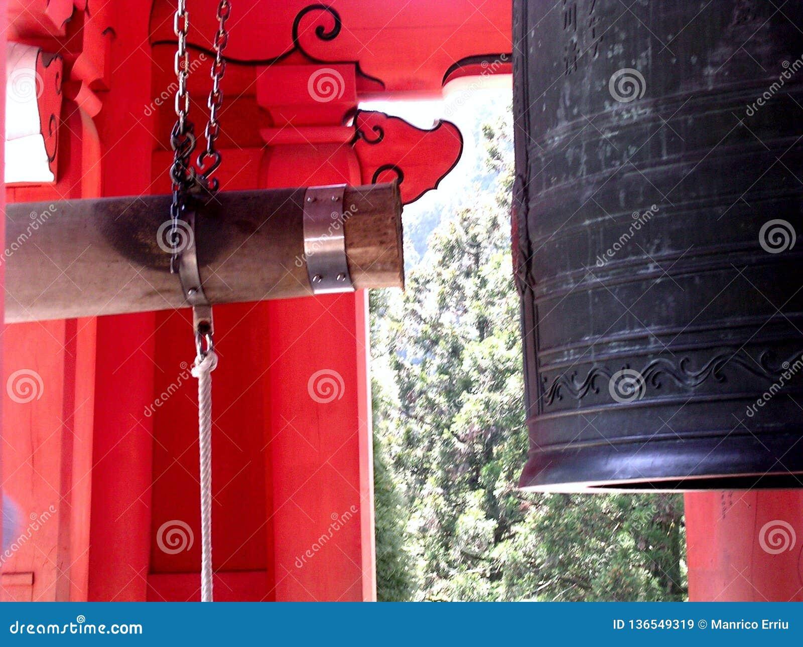 Campana giapponese del tempio nel Giappone