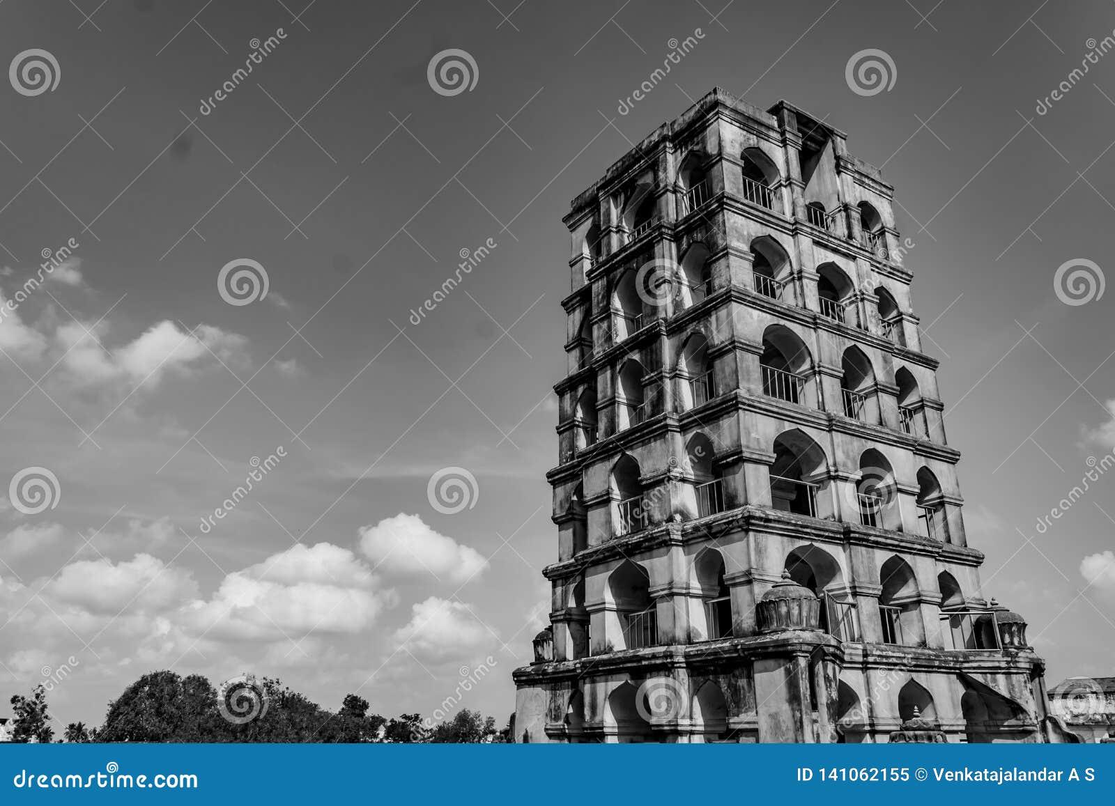Campanario de Thanjavur - en blanco y negro