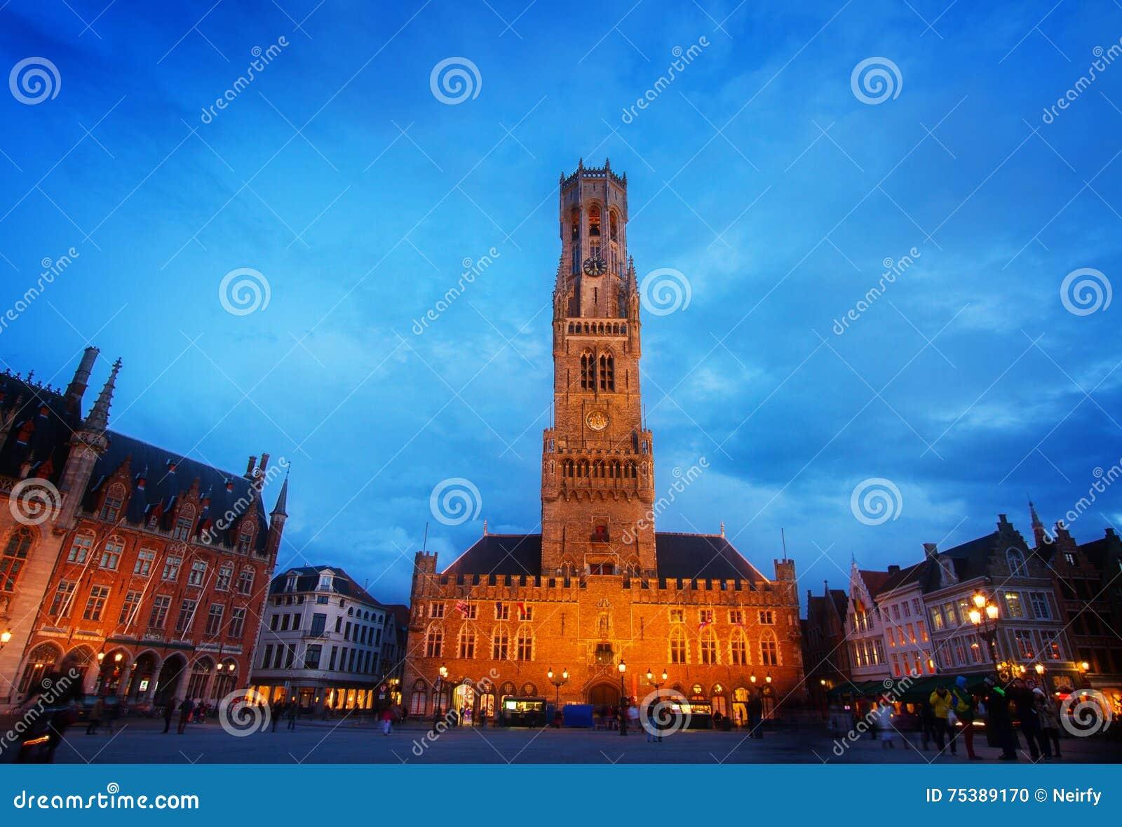 Campanile di Bruges a Grote Markt, Belgio