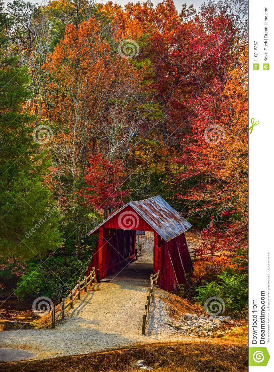 Campbells täckte bron med Autumn Fall Colors Landrum Greenville South Carolina