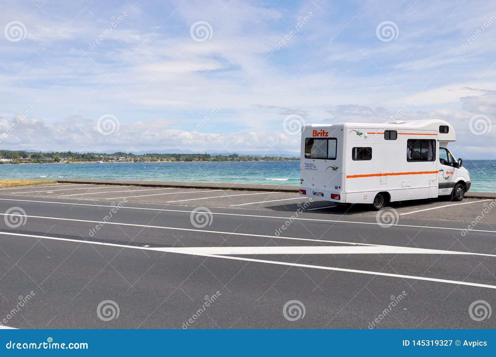 Campervan de Britz gar? vers le haut du lac de n?gligence Taupo, Waikato, Nouvelle-Z?lande