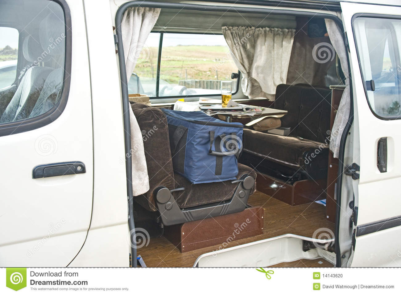 Camping car int rieur confortable photo stock image for Interieur camping car