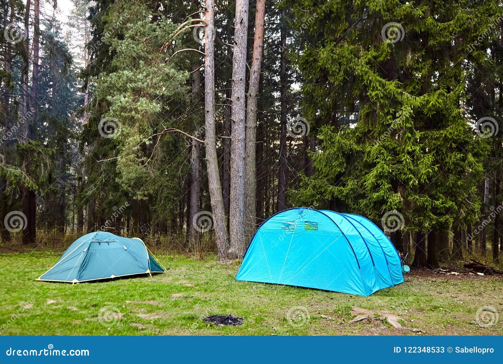 Camping Twee Toeristententen in het bos