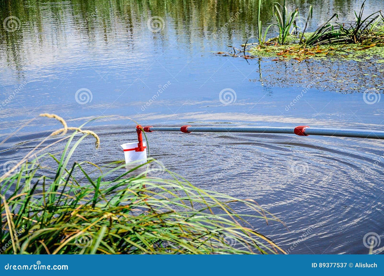 Campioni della presa di acqua per prova di laboratorio Il concetto - analisi di purezza dell acqua, ambiente, ecologia