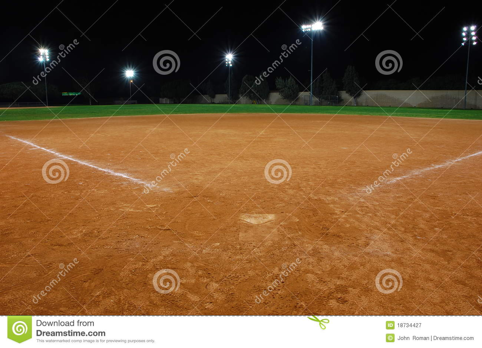 Campo de beísbol con pelota blanda