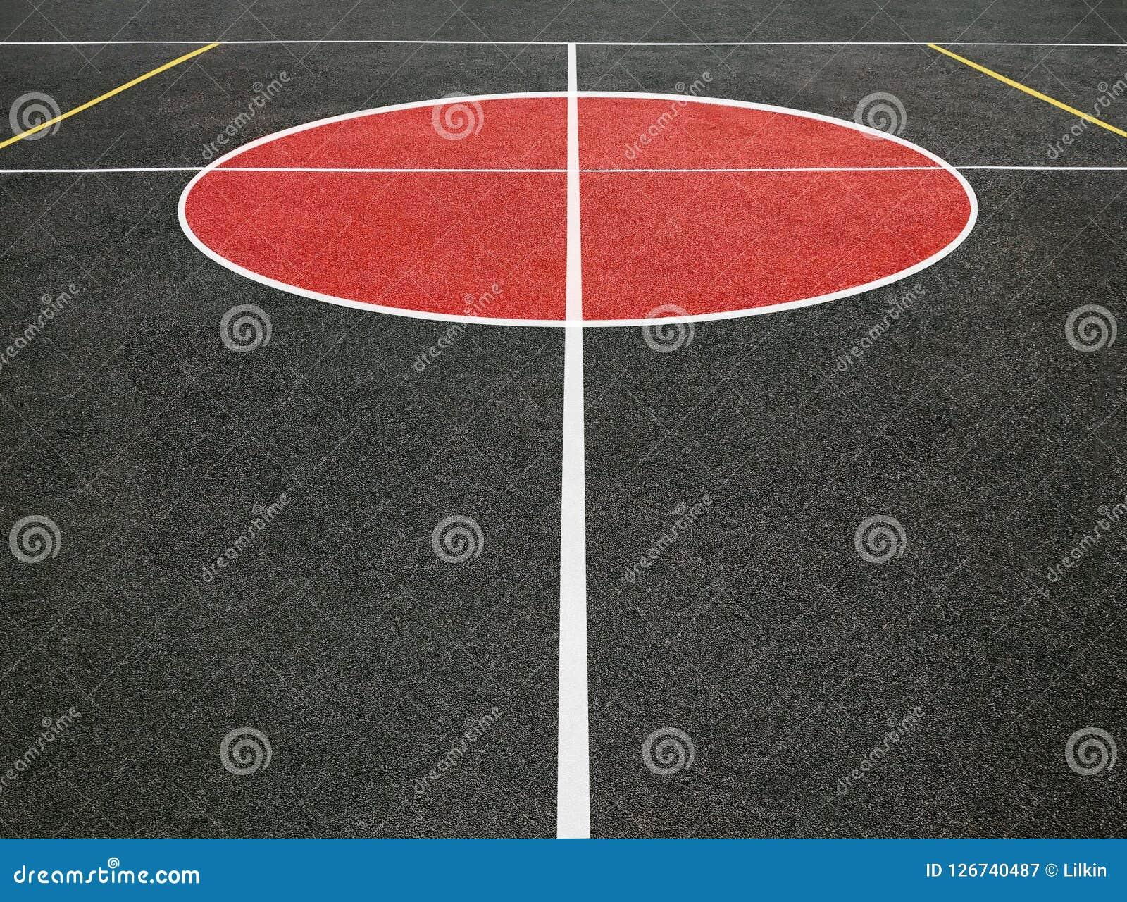 Campo de deportes con las líneas blancas