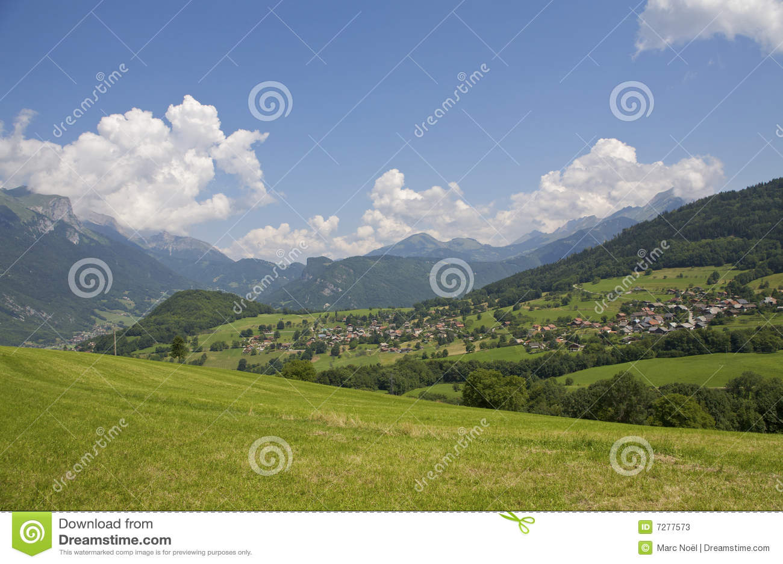 Campo de Francia de las montañas