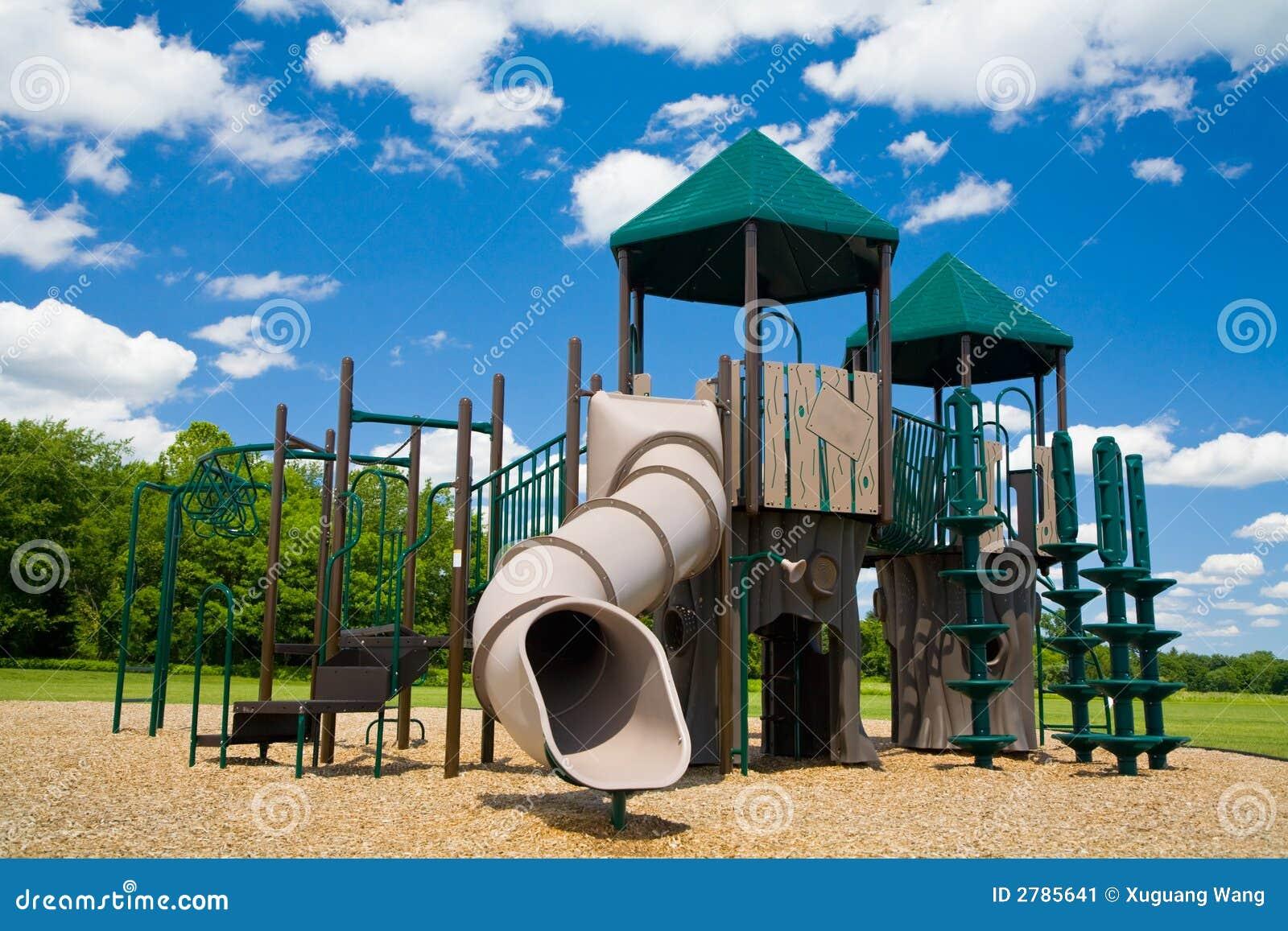 Campo de jogos em um dia ensolarado
