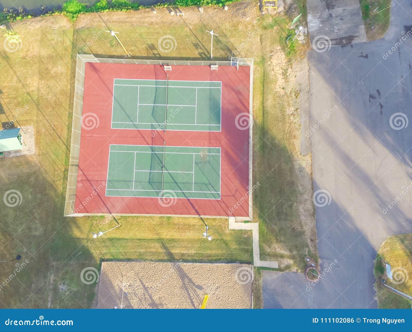 Campo de tenis aéreo en el parque público en Ozark, Arkansas, los E.E.U.U.