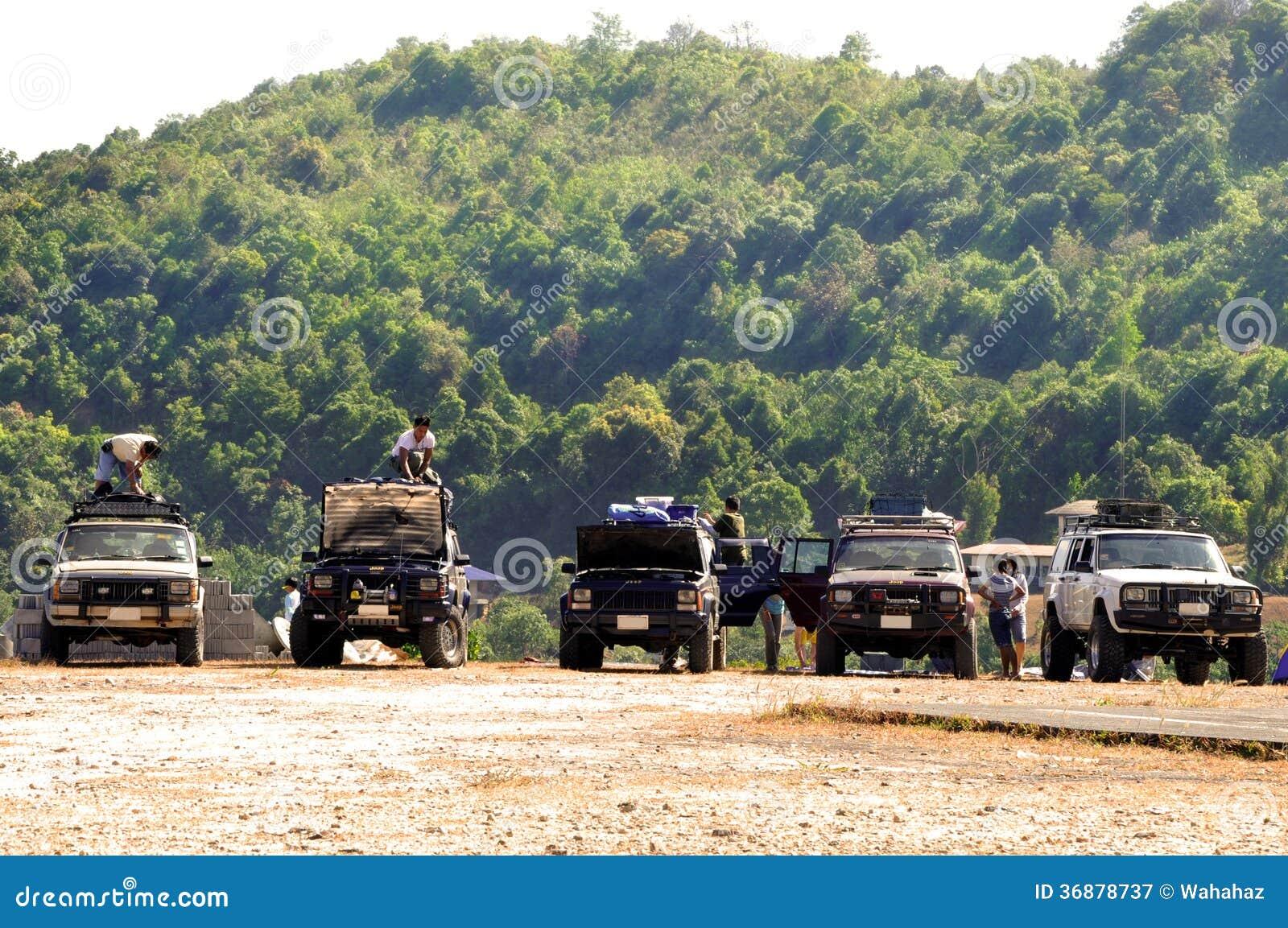 Download Campo della jeep fotografia editoriale. Immagine di ricreazione - 36878737